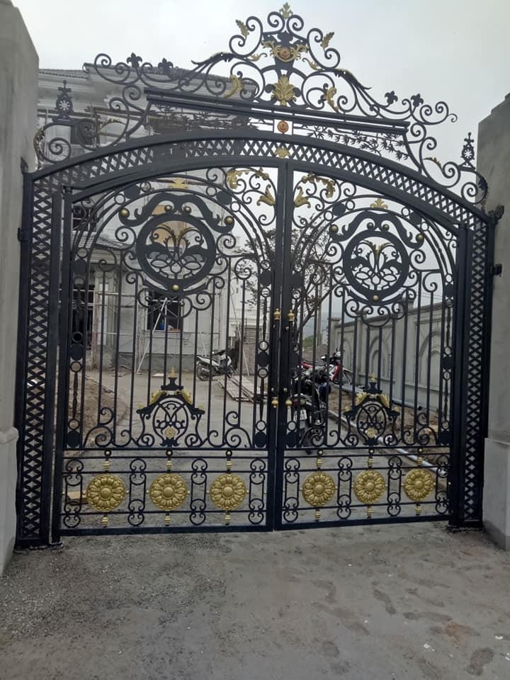 Cửa cổng sắt cnc con sư tư